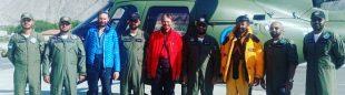 Jakub Vlcek, Peter Macek, Wajidullah Nagri y sus rescatadores en el Rakaposhi.