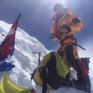Martín Ramos en la cima del Manaslu.