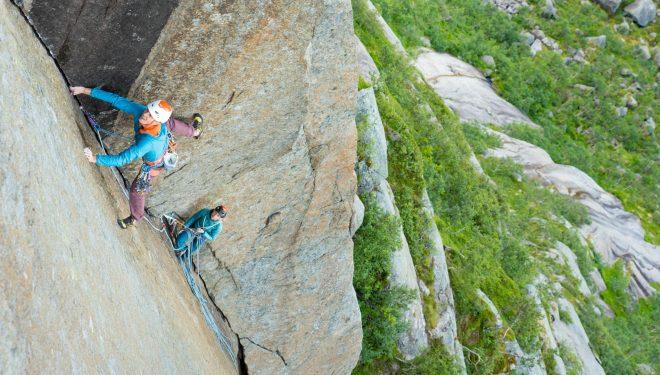 Jorg Verhoeven escalando en las islas Lofoten (Vibram XS Edge)