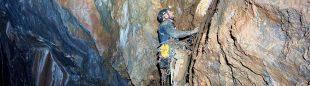 Ernesto durante la apertura de Black Cave