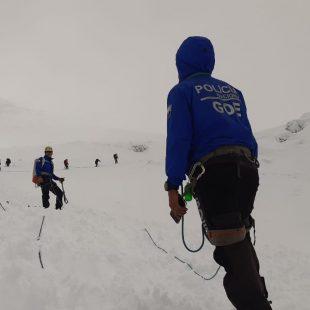 El GOE de la policía ecuatoriano, en las tareas de rescate en el Chimborazo.