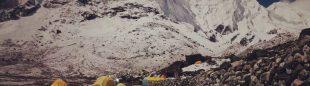 El campo base de los italianos a los pies del pilar norte del Tengkangpoche (otoño 2021).