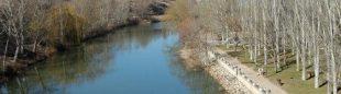 La ruta va paralela a las aguas  ()