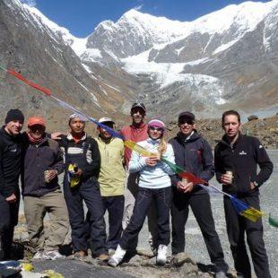 Con sus compañeros de expedición en la ceremonia de la puya  (Kinga Baranowska)