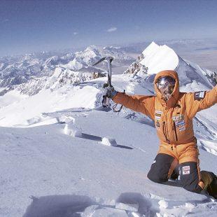 Simone Moro en la cima del Shisha Pangma (2005)