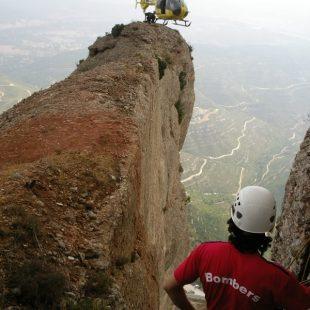 Simulacro de rescate en una de las agujas de Montserrat.  (Bomberos de la Generalitat)
