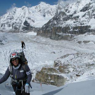 Rosa Fernández en una travesía entre campos en el Kangchenjunga. 2011.  (Col. Rosa Fernández)