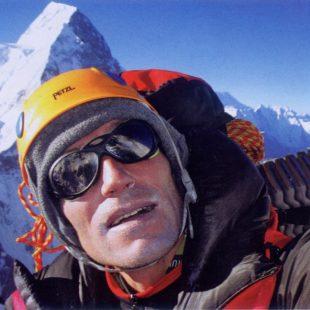 Alberto Zerain con el Broad Peak detrás
