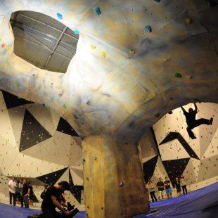 Exhibición de Ramon Julián en el búlder de :Climbat Magnesi  (David Munilla)