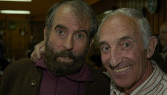 Ursi Abajo (derecha) junto a César Pérez de Tudela. Ambos tienen la Cruz al Merito de la Guardia Civil.  (Darío Rodríguez)