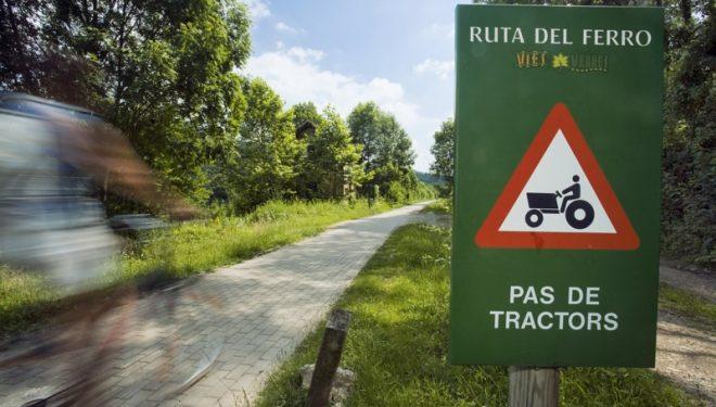 Cartel de peligro en la Ruta del Ferro