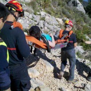 Rescate a pie de los bomberos de Alicante a mediados de abril 2012.  (Informacion.es)