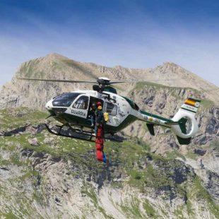 Prácticas de rescate de la Guardia Civil de Montaña (GREIM) en Candanchú.  (Fernando Rivero)