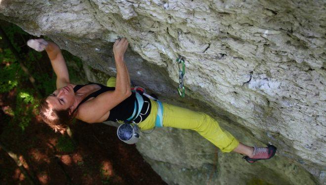 Sarah Seeger en Cringer 8c de Frankenjura (Alemania)  (Ricarda Miller)