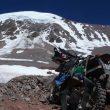 La moto de Maximo Kausch ante el Olivares (6.220 m)  (Col. M. Kausch)