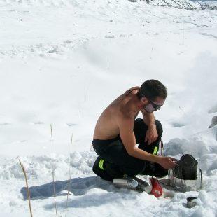 Joel Wischnewski cocina en el CB del Nanga Parbat invernal 2013  (Col. J. Wischnewski)