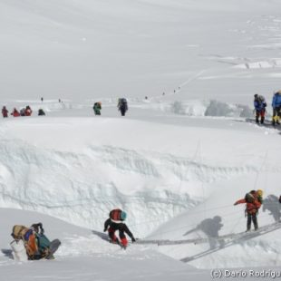 Sherpas en el tramo formada por 5 escaleras