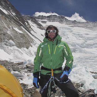Alex Txikon en el campo 2 que comparten el Everest