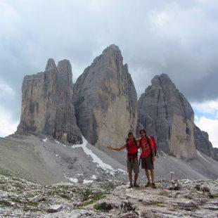 Dani Moreno y Dani Fuertes ante las Tres Cimas de Lavaredo (Dolomitas)  (Col. D. Moreno / D. Fuertes)