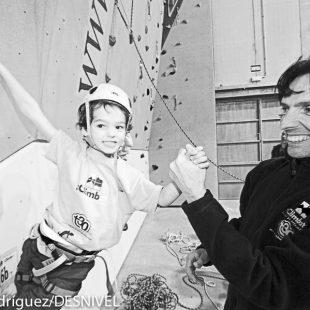 David Maciá con su hijo Lau (6 años)  (© Darío Rodríguez/DESNIVEL)