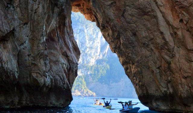 Vuelta a Ibiza en Kayak  ()