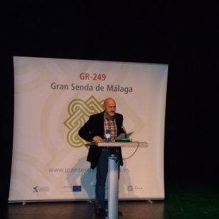 Sebastián Álvaro durante su conferencia Camino y Vida que hizo con motivo de la inauguración de la Gran Senda de Málaga.  ()