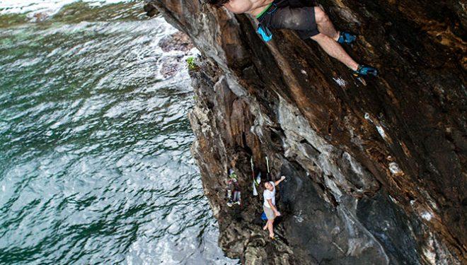 James Pearson haciendo psicobloc en la isla de Corón (Filipinas)  (Francisco Taranjo)