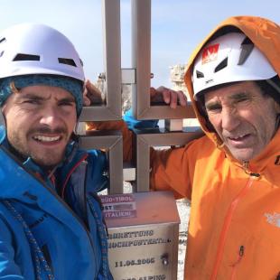 Edu Marín junto a su padre Francisco Marín Novato en la cumbre de Pan Aroma. Dolomitas. 2014  ()
