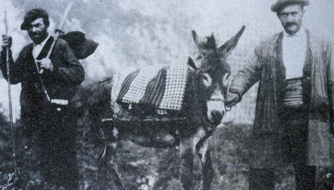 La única imagen que hay de El Cainejo.Fotografía del libro Por los Picos de Europa desde 1881 a 1924. A la izquierda