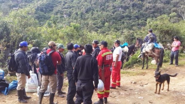 Socorristas peruanos cerca de la cueva Inti Machay para socorrer al espeleólogo madrileño Cecilio López-Tercero.  (Wilfredo Sandoval/http://elcomercio.pe)