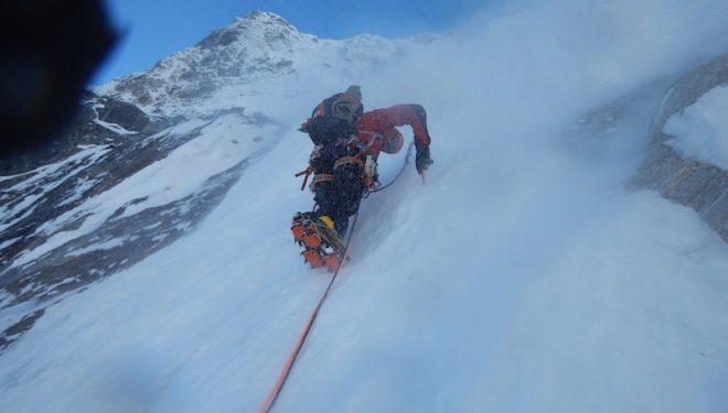 Joao Garcia y Ángel Salamanca abren una nueva ruta a un pico virgen situado entre el Tawoche y el Cholatse