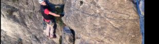 Tramo vertical en la vía ferrata del Tossal de les Venes.  ()