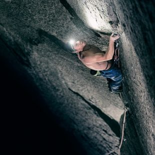 Tommy Caldwell en el Dawn Wall (Yosemite)  (Corey Rich)