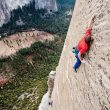 Tommy Caldwell escalando la Wino Tower en el Dawn Wall (Yosemite)  (Corey Rich)