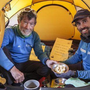 Carlos Soria (izq.) y Sito Carcavilla en el Campo 2 del Annapurna. Marzo 2015  (Carlos Soria / BBVA)