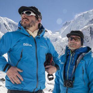 Jordi Roca y Carlos Soria recie?n llegados al CB del Annapurna. Invierno 2015  (©BBVA)