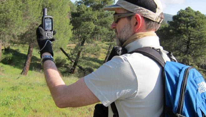 El experto en GPS Carlos Puch durante la prueba de los productos candidatos al Premio Desnivel de Material 2014.  (Col. Carlos Puch)