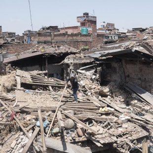 Estado en el que quedaron las casas en Bakhatapur (Nepal) tras el terremoto que asoló el país el 25 abril 2015  (© Luis Miguel López Soriano)