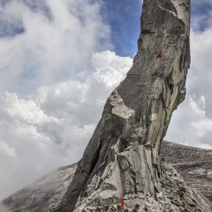 Sachi Amma y Yuji Hirayama escalan en el Mt. Kinabalu  (Eddie Gianelloni)