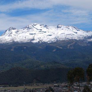 Volcán Iztaccihuatl visto desde la montaña Sacromonte de Amecameca