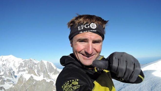 Ueli Steck en la cima de la Punta Walker de las Grandes Jorasses  (82 Summits)