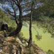 Excursionista en el Camino Natural del Ebro a su paso por el paso de Barrufemes.  (Rafael López Monné)