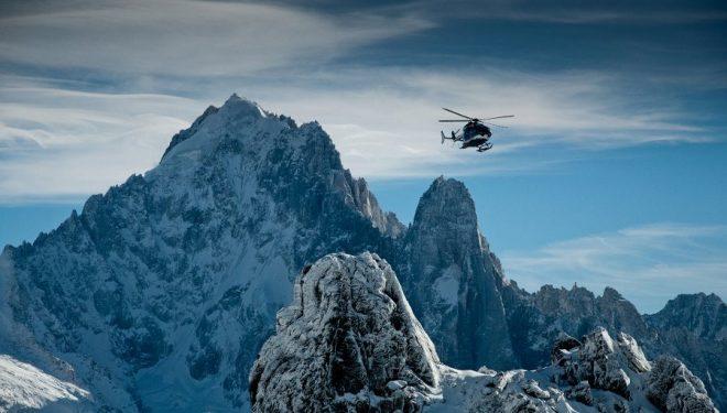 Un helicóptero de rescate del PGHM de Chamonix sobrevuela el Macizo del MontBlanc  (©PGHM Chamonix)