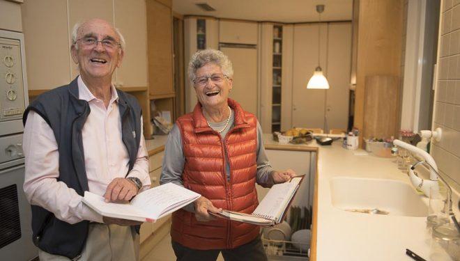 Josep Manuel Anglada y Elisabeth Verges en su casa de Barcelona.  (© Darío Rodríguez/DESNIVEL)