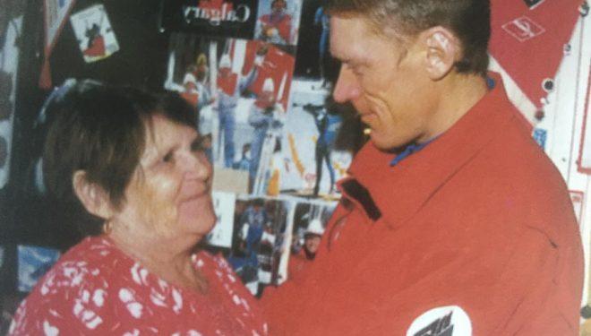 Anatoli Bukreev con su madre  (©Simone Moro/Estrellas en el Annapurna)