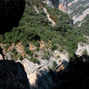 Un tramo del camino del Congosto de Entremón excavado en la roca.  (Ánchel Belmonte)