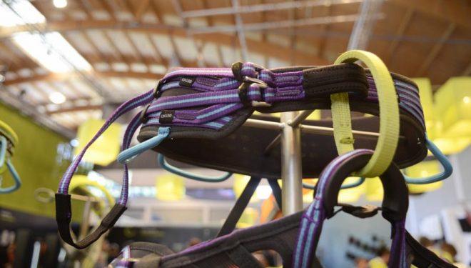 Novedoso sistema de cintura de los arneses para mujer Solaris de Edelrid. Feria Outdoor Friedrichshafen 2013  ()