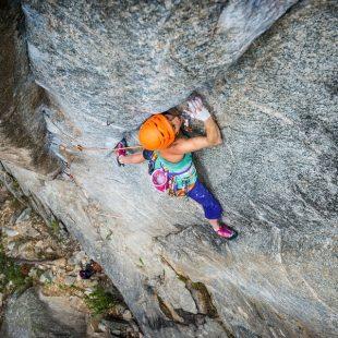 Heather Weidner en China doll 8b+ trad de Boulder Canyon  (Foto: Celin Serbo / Rab)