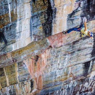 Alex Megos en The path 5.14R del Lake Louise (Canadá).  (Foto: Ken Etzel)