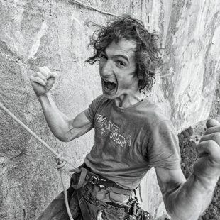 Adam Ondra celebra el encadenamiento del Dawn Wall. Yosemite  ()